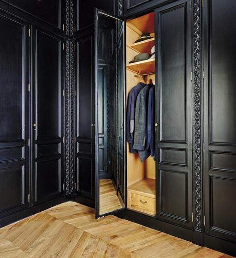 este vestidor en negro de estilo clsico es tambin el sueo de los hombres ms coquetos