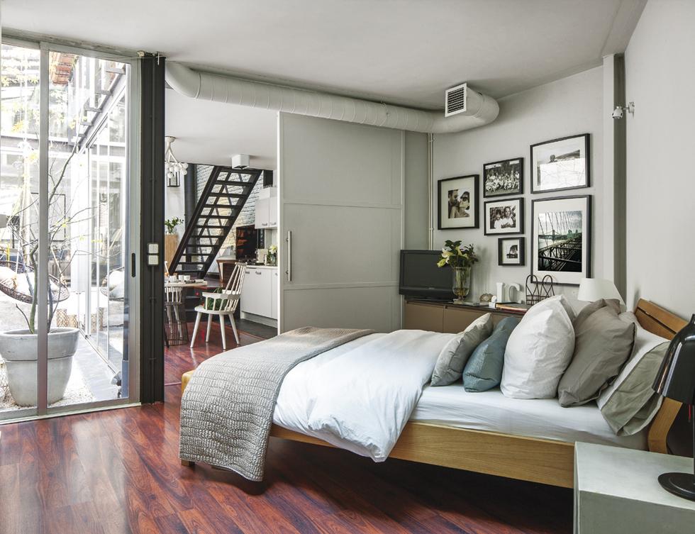 Dormitorio en el loft de diseño