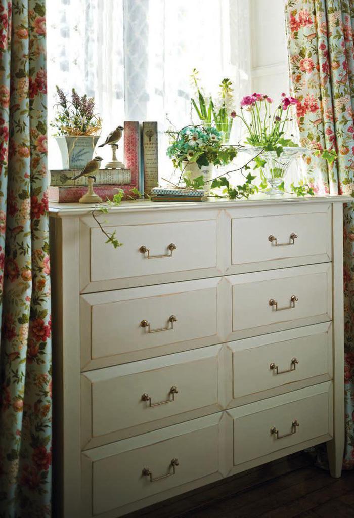 Muebles antiguos restaurados en blanco blanco y dorado for Muebles restaurados en blanco