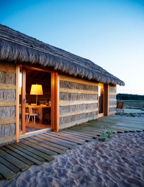 casas na areia un rincn encantador unas cabaas de ensueo que son tambin el ejemplo perfecto de cmo se disfruta el lujo en la era