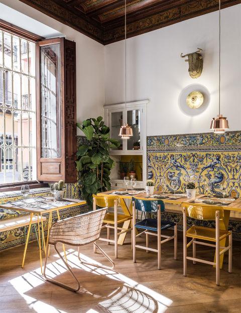 Restaurantes que aseguran el like - Azulejos patio andaluz ...