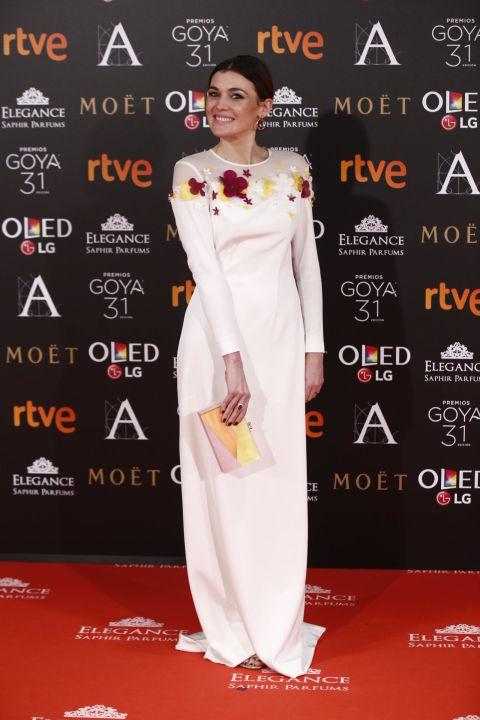 Marta Nieto apostó por el color de la noche, el blanco, pero con los detalles más alegres de las flores de su vestido de Antonio García.