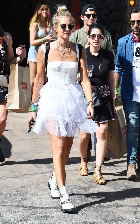 Chiara Ferragni apostó por el blanco en su mini vestido de tul.