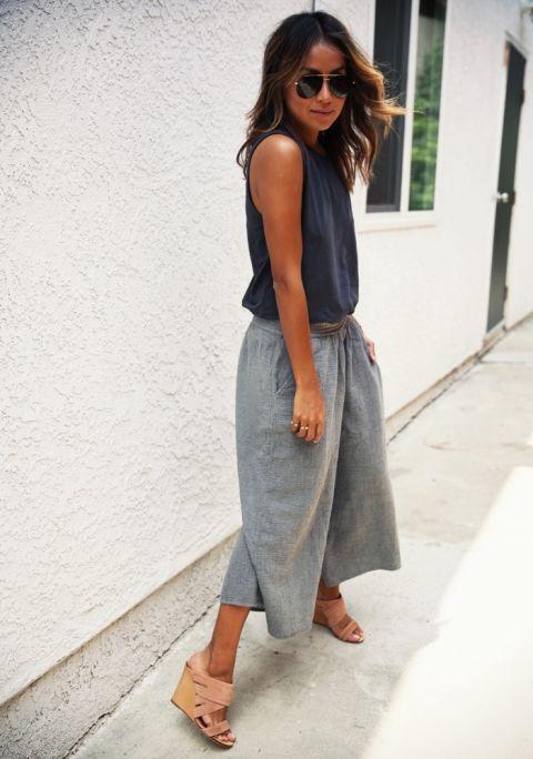 Culottes y tops grises.