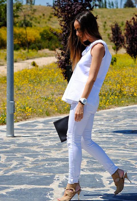 Todo al blanco en un look para cuando el calor ya sea un hecho en todas partes.